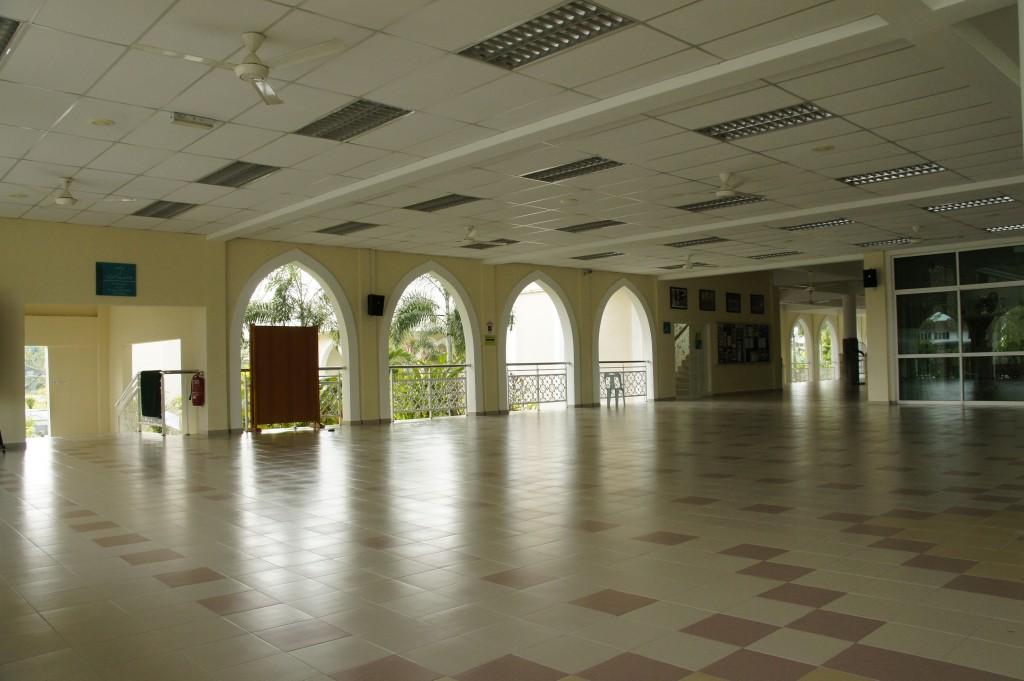 Ruang Legar / Anjung Masjid